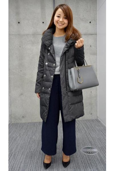 黒ロングコート×ネイビーワイドパンツ