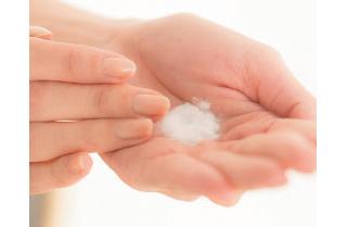 乾燥肌なら… 毛穴周りのゴワつきをオフする「酵素パウダー洗顔」
