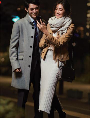 キャメルライダースジャケット×白スカート