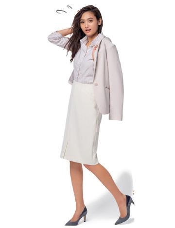 白ジャケット×白スカートのビジネスコーデ