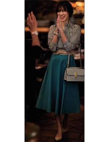 ストライプシャツ×水色フレアスカート