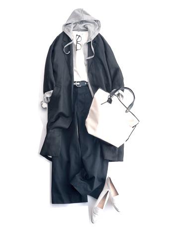 白ブラウス×黒パンツ×グレーパーカー×黒コート