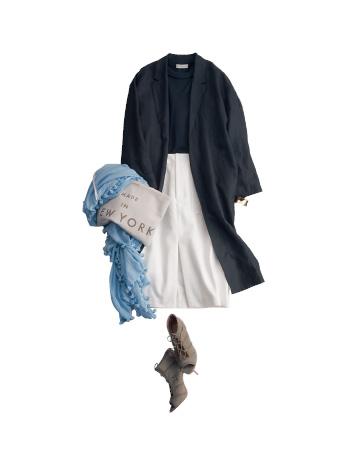 黒カットソー×白スカート×黒コート