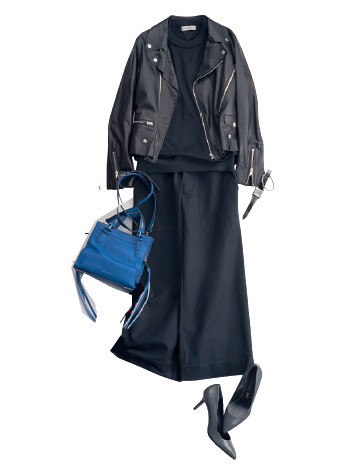 黒ライダース×黒トップス×黒スカート