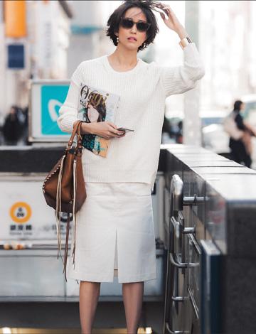白デニムスカートのオールホワイト