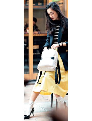 黄色スカート×ネイビージャケット