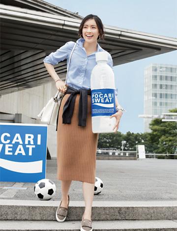 ブルーシャツ×ロングタイトスカート