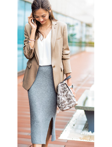 ベージュジャケット×グレースカート