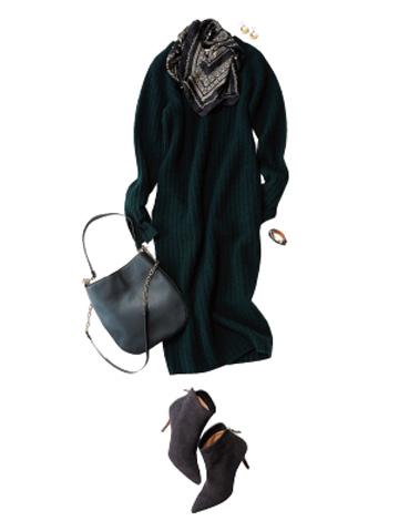 黒ショートブーツ×グリーンニットワンピ