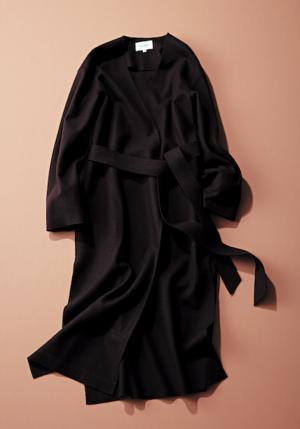 ユナイテッドアローズの黒V襟のロングコート