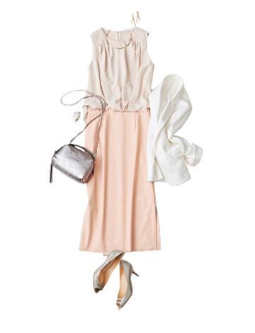 ピンクロングスカート×ベージュブラウス×白ジャケット