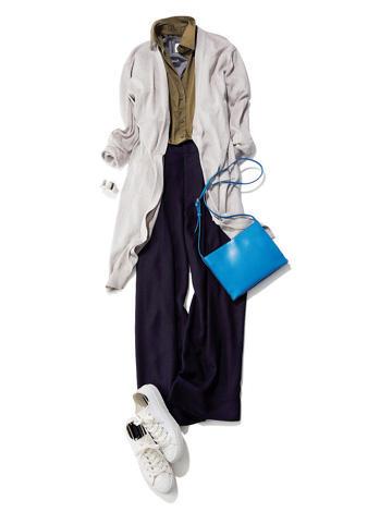 白ロングカーディガン×カーキシャツ×ネイビーパンツ