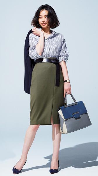 カーキスカート×ブルーストライプシャツ