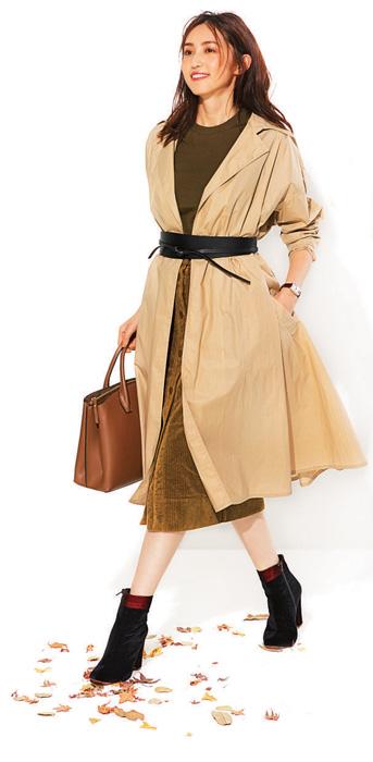コーデュロイのタイトスカート×太ベルト
