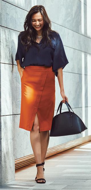 ネイビーシャツ×オレンジスカート