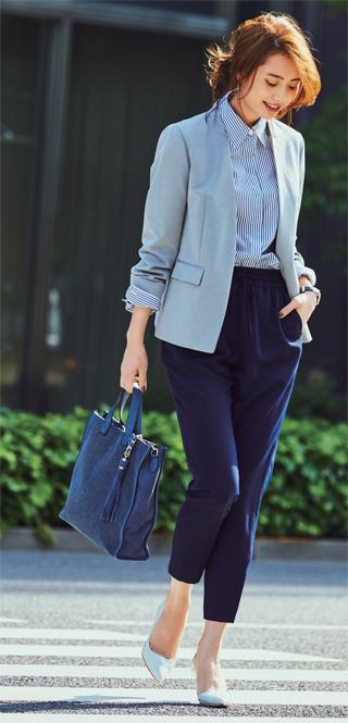 紺パンツ×ノーカラーグレージャケット