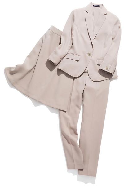 特に汚れが目立ちやすい淡色スーツの場合