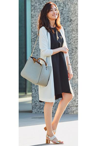 ホワイトロングカーディガン×黒ドレス系ワンピース