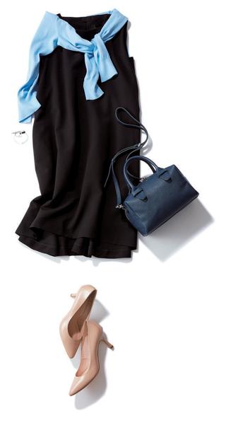 黒ドレス系ワンピース×水色カーディガン