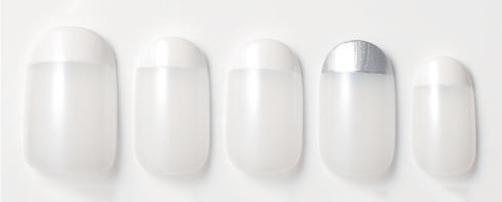 ホワイト×シルバーネイル