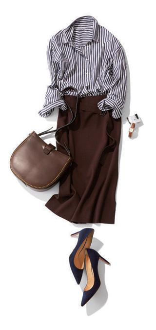 ネイビーストライプ柄シャツ×ブラウンニットタイトスカート