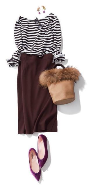 紫フラットシューズ×ブラウンタイトスカート