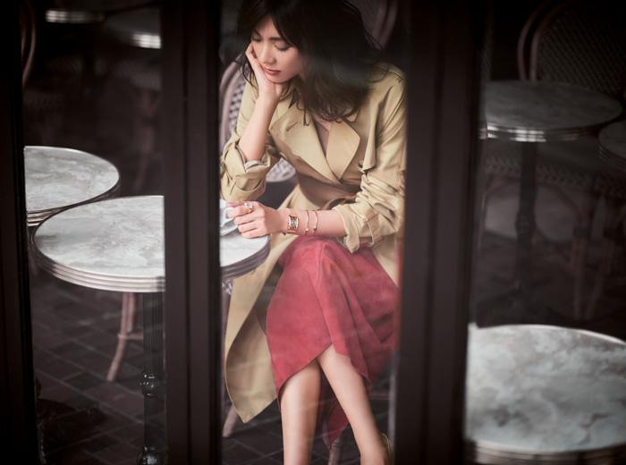 赤ロングスカート×トレンチコート