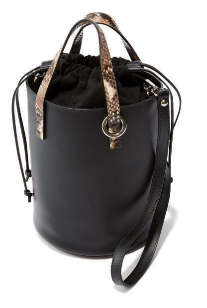 エストネーション×黒・パイソン柄のバケツバッグ