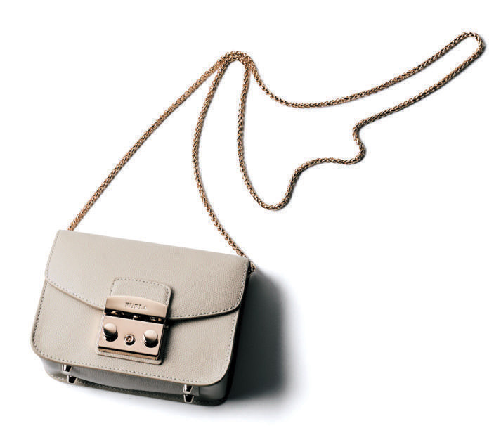 ショルダーバッグ おすすめ×FURLAのチェーン白バッグ
