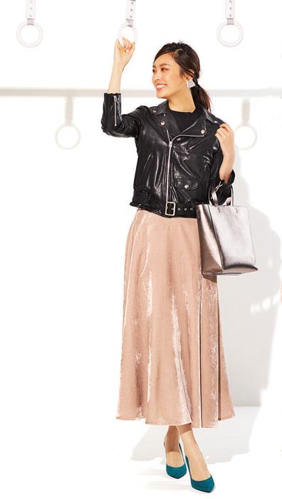 黒ライダース×ピンクフレアスカート
