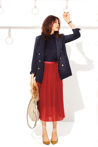 赤スカート×紺ブレザー