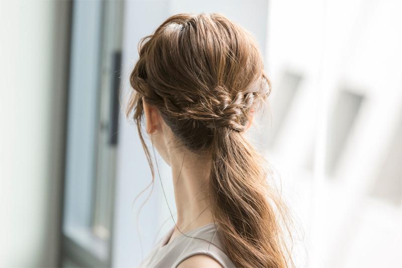 ボリュームの少ない髪も程よいボリューム感を生むハーフアップ