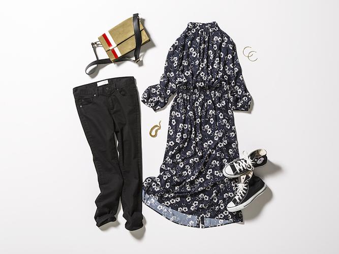 黒花柄ワンピース×黒パンツ