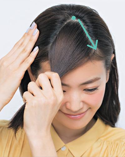 サイドから髪の毛を大胆に分ける