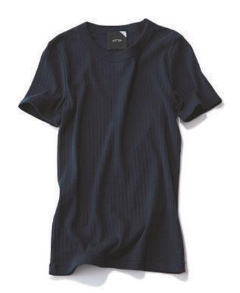 ATON×ネイビーのリブTシャツ