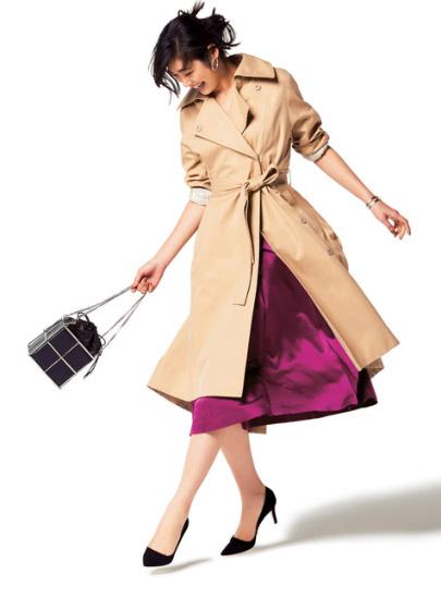 ベージュトレンチコート×ピンクスカート