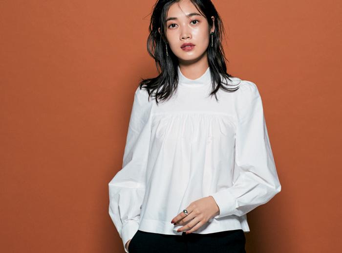 プリンスシャツ(立ち襟デザイン)の大人コーデ