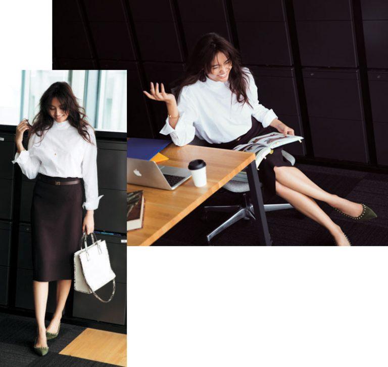 ハイネック白シャツ×ブラウンタイトスカート