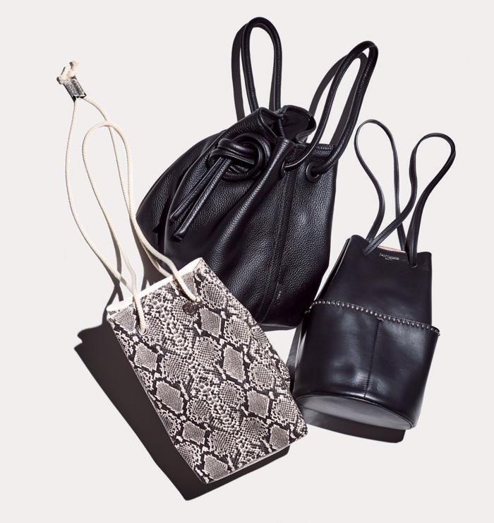 J&M デヴィッドソンの黒のスタッズつき巾着バッグ