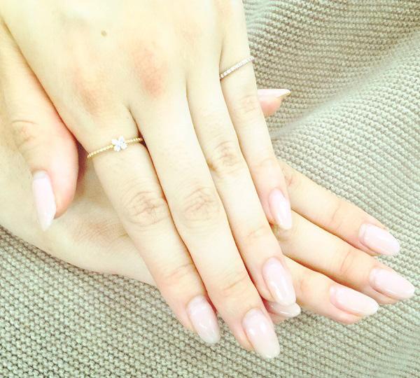 女性らしい手元をつくるピンクネイル