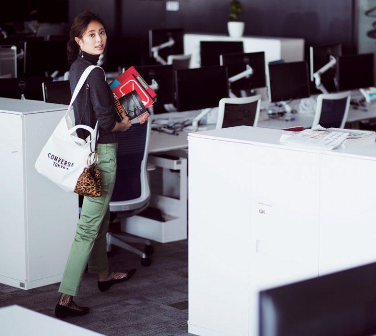 キャンバストートバッグ×レオパード柄バッグの2個持ちコーデ