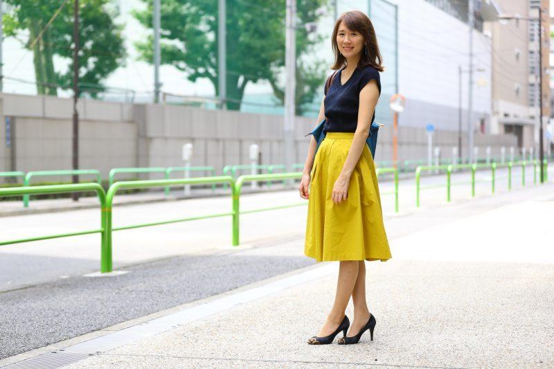 【4】マスタード色フレアスカートの通勤コーデ