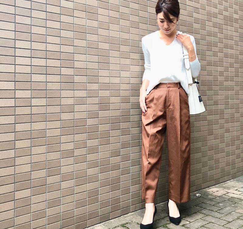 茶色ズボン×ざっくりニット