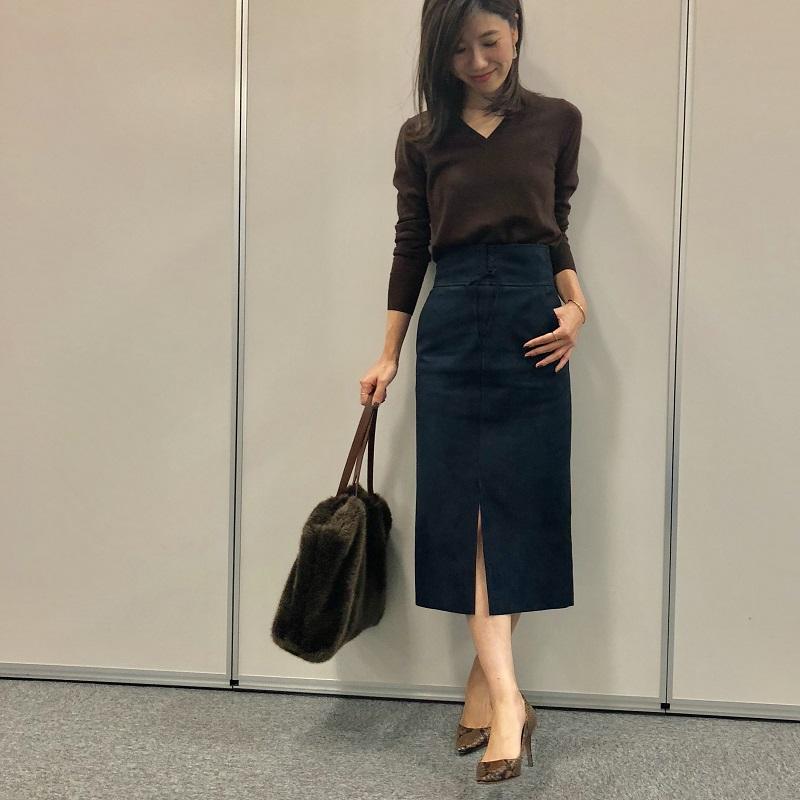 茶色ニット×スエードスカート