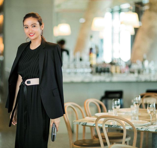 黒ドレス×黒ジャケット