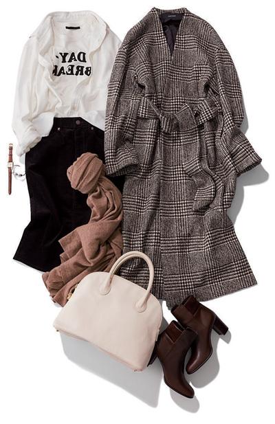 ロンググレーノーカラーコート×白シャツ×黒タイトスカート