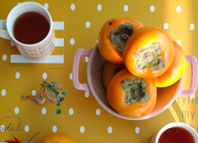 柿と温かい飲み物