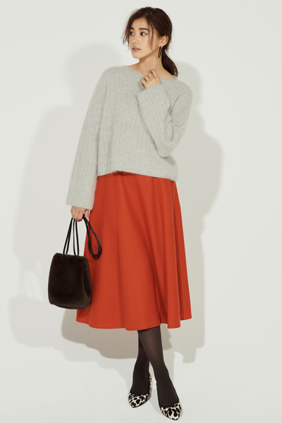 グレーニット×オレンジスカート