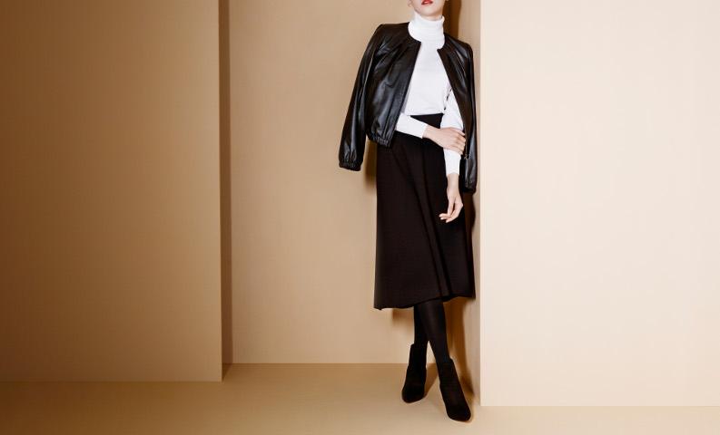 黒ロングスカート×黒タイツ
