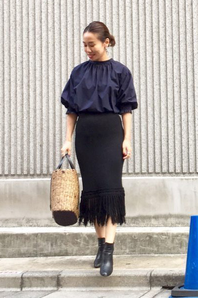 ネイビーブラウス×デザインスカート